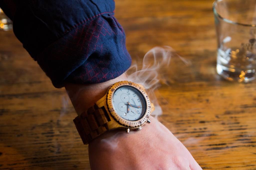 Liefde Walnoot Hout : Chrono houten herenhorloge van teak lumbr