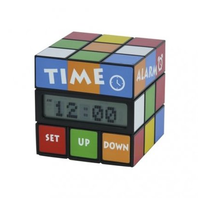 Iedereen kent de Rubiks Kubus en nu is er een leuke variant als alarmklok. Door de bovenste schijf te draaien verschijnt er op de display de tijd, datum of temperatuur.