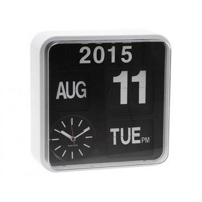 Karlsson Retro Flip klok Big Time met jaar, dag en datum aanduiding. Witte kast met zwarte wijzerplaat.