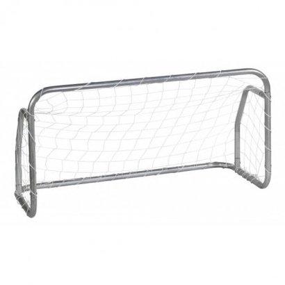 avyna De goals van Avyna zijn een serie ijzersterke stalen voetbalgoals. De staaldikte van deze goal is maar liefst 1.9 mm, gegalvaniseerd aan de binnen- en buitenzijde. Hierdoor ontstaat een oerdegelijk frame dat volledig weersbestendig is en jarenlang garant