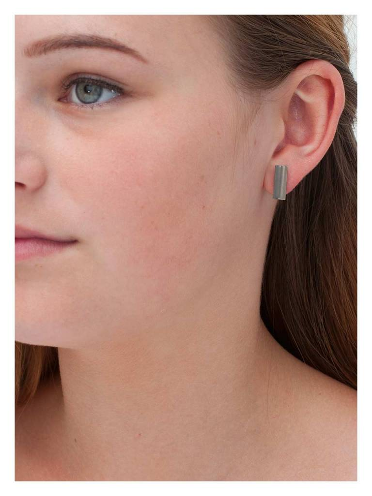 Titanium Ear Bud Barmera