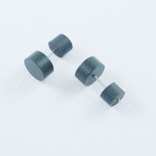 LAVI Black Ear Studs 8,5mm