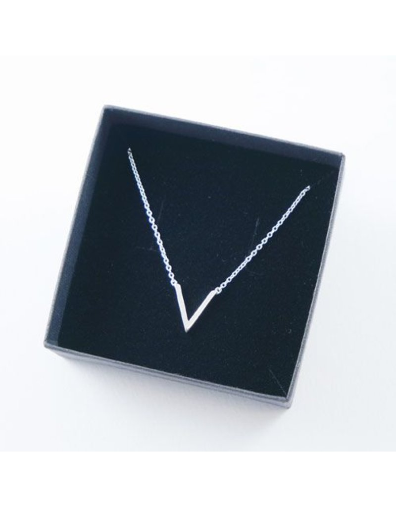 LAVI Delicate V necklace