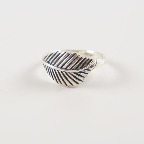 LAVI Oxidized Feather Ring