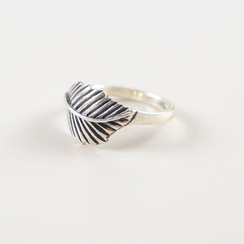 LAVI Oxidized Feather Ring