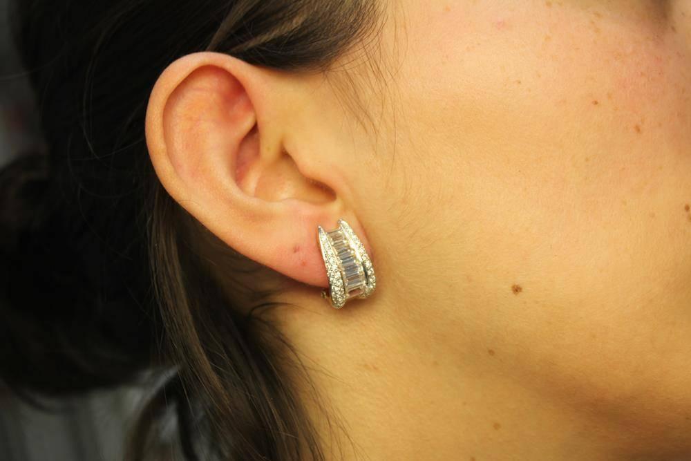 Vintage 18k oorstekers met baguette geslepen zirconia's