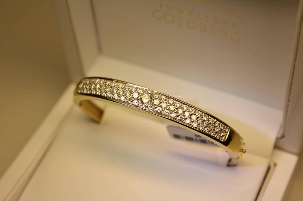 18 carat gold bangle with 1.79ct diamond