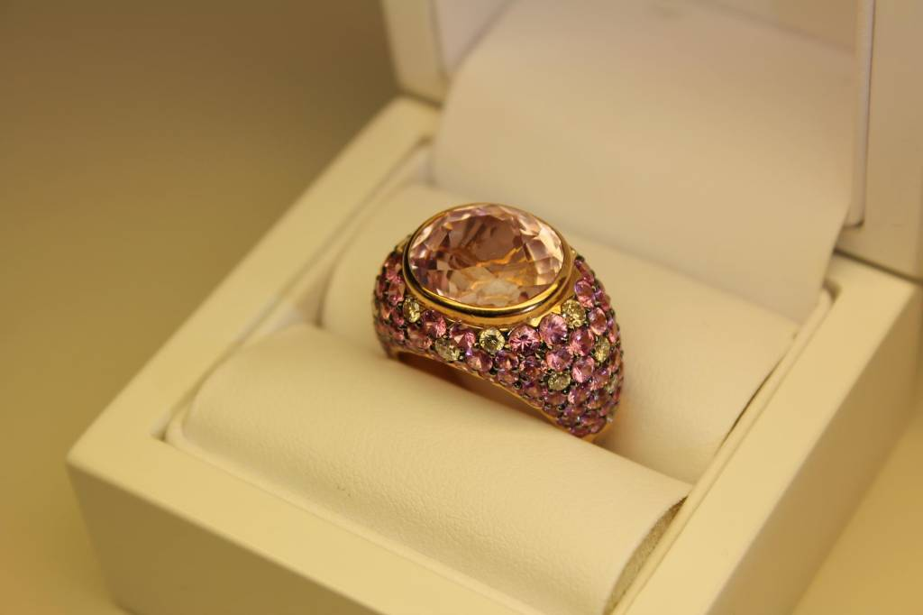 Vintage 18 carat rose gold ring with diamond and pink zirconia's