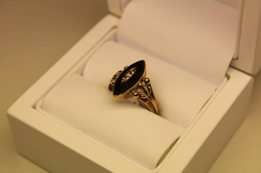 14 carat gold antique ring onyx and diamond 1853-1906