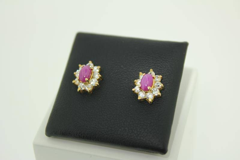 Vintage 18 Carat Gold Earstuds With Star Ruby And Zirconia