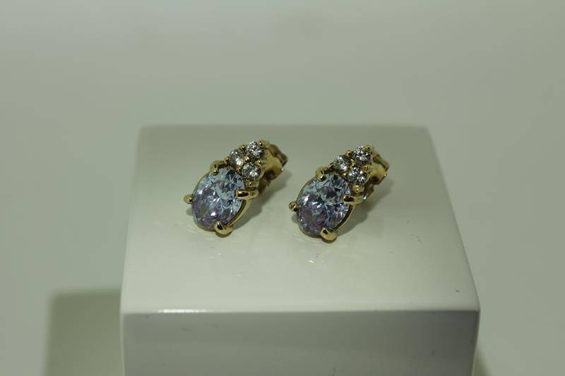Vintage 14 carat gold ear studs with light amethyst and zirconia