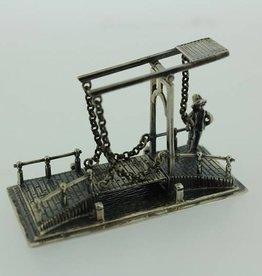 Zilveren ophaalbrug met wachter miniatuur