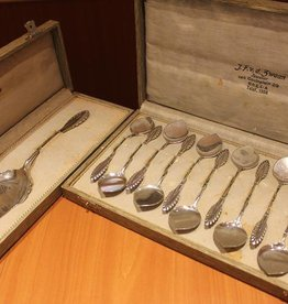 Silver dessert cutlery set made by Van Kempen in 1929