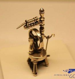 Zilveren miniatuur spinnewiel
