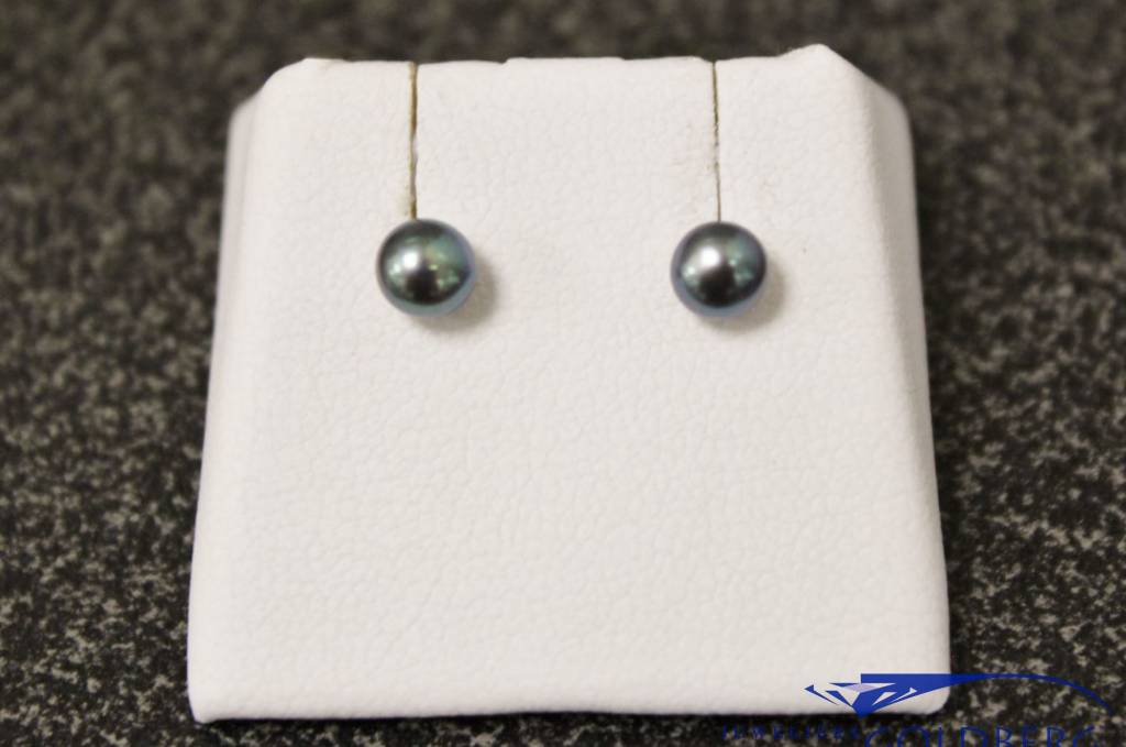 Silver earrings with Grey Freshwater Pearl