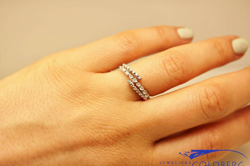 Silver fantasy alliance ring with zirconia's