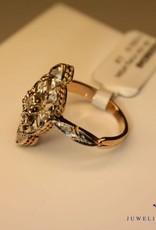 18 carat gold Art Deco ring with diamond