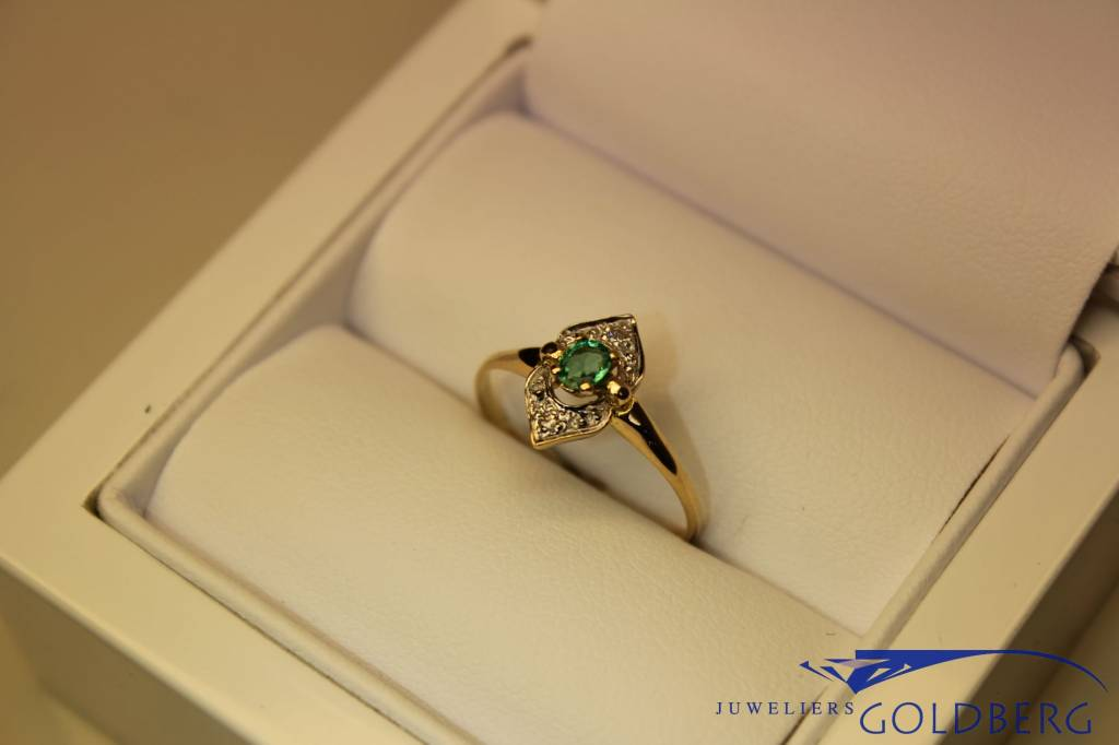 18 carat gold Art Deco ring with emerald and diamond