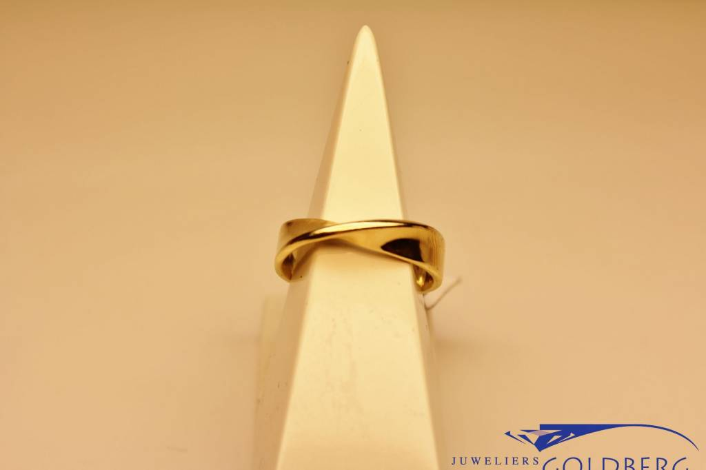 Vintage 14 carat gold twisted ring