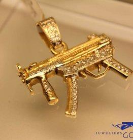 gouden MP5k hanger met briljant