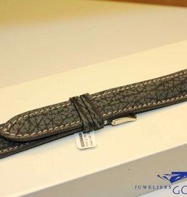 Handgemaakte horlogeband haaienleer zwartgrijs extra bombage 20/18mm
