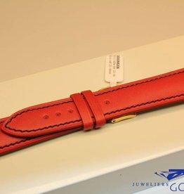 Handgemaakte horlogeband ECO kalfsleder rood met zwart stiksel 20/18mm