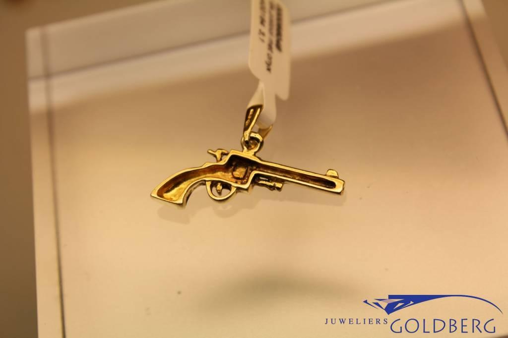 Vintage 18k gouden revolver hangertje met zwart geemailleerde greep
