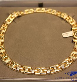 18 carat gold flat necklace with large round lock