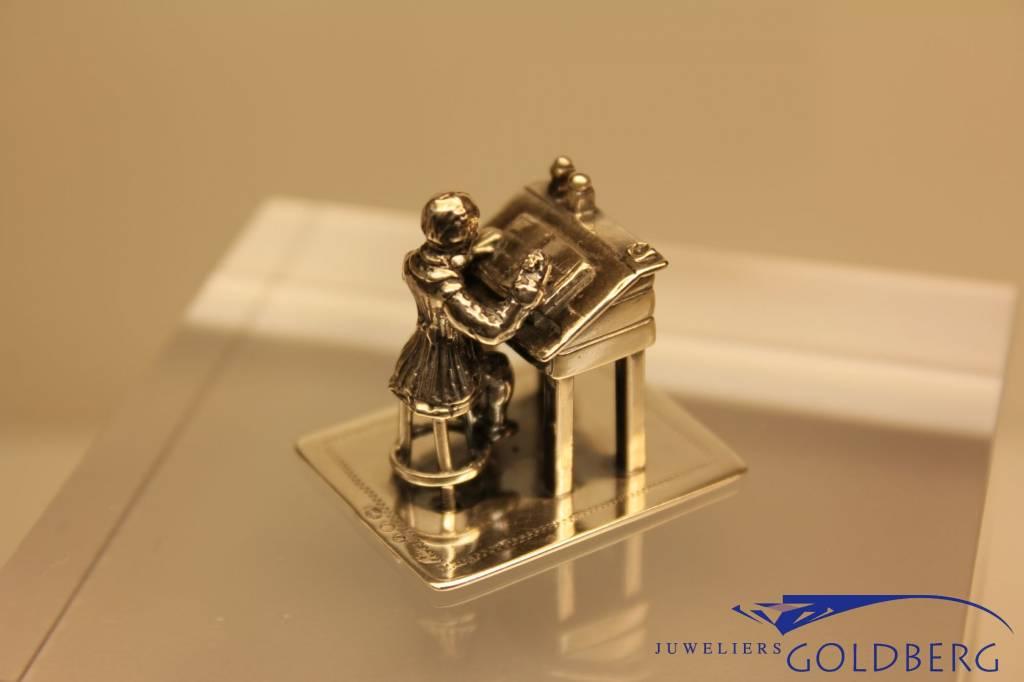 Zilveren miniatuur lessenaar