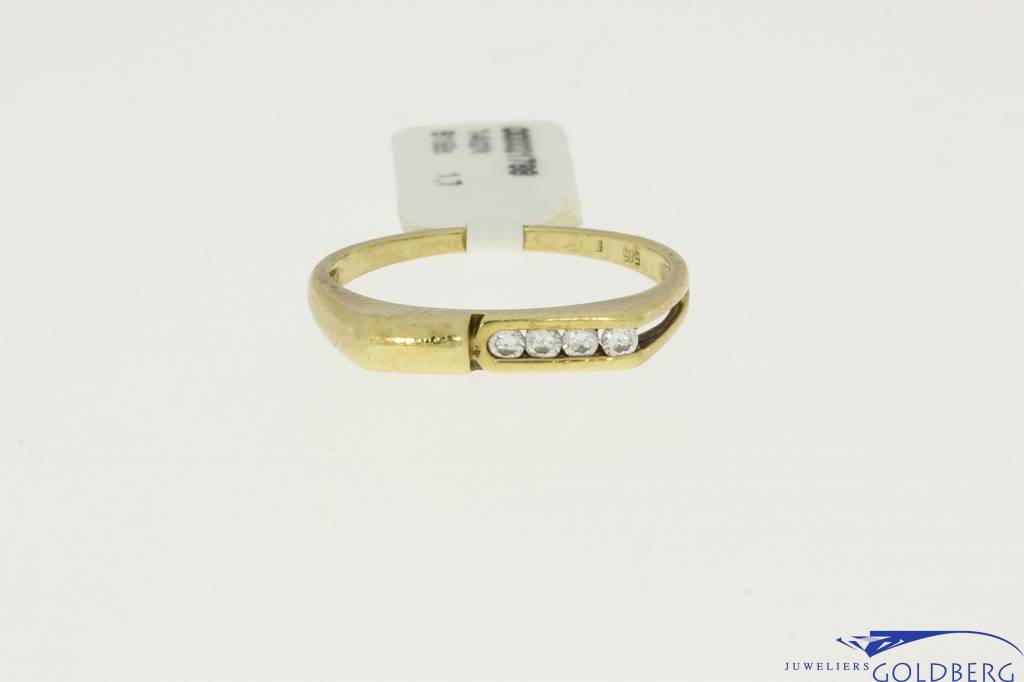 14k gold men's ring with 4 zirconias