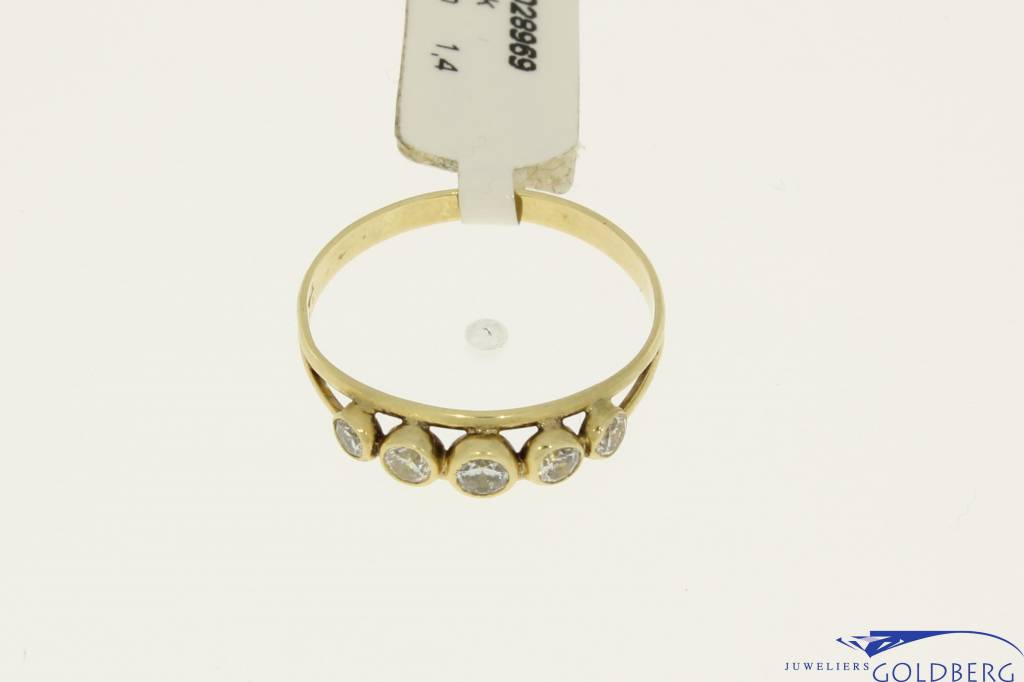 Vintage 14 carat gold alliance ring with 5 zirconia's