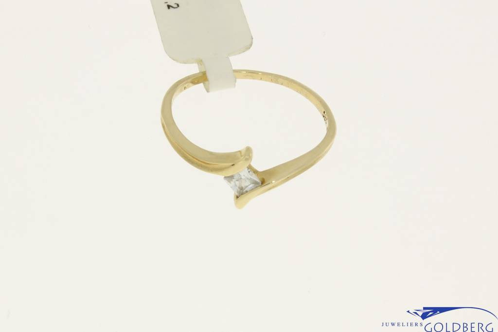 Vintage 14 carat gold ring with princess cut zirconia