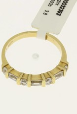 Cute vintage 18 carat gold alliance ring with zirconia.