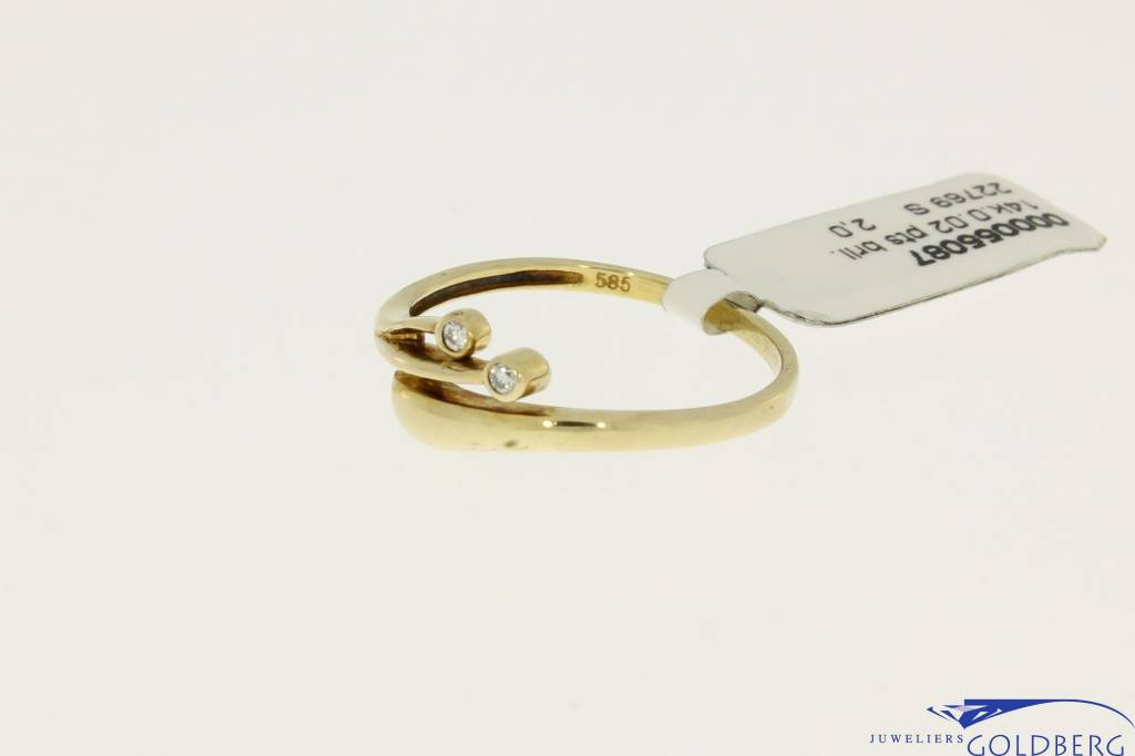 vintage 14k gold elegant ring with two 0.01ct diamonds