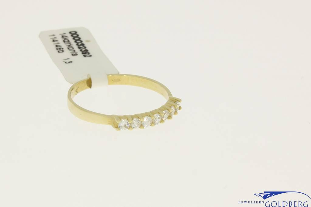 Vintage 14 carat gold alliance ring with zirconia's