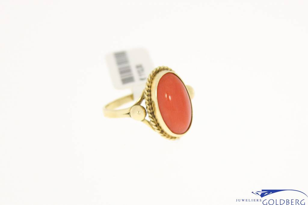 vintage 14k gold ring with red coral 13x8mm