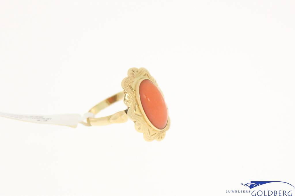 vintage 14k gold ring with red coral 11,5x6mm