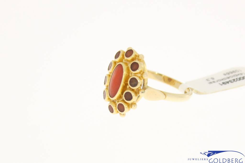 Vintage 14k gold ring with red coral 9x5mm and 10 red coral 2,5mm