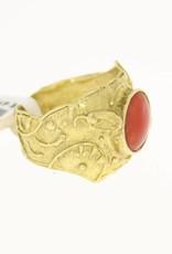 special vintage 14k gold ring red coral 11 bij 8,5mm