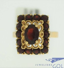 vintage 18k gold ring with 1 big garnet and 14 little garnet