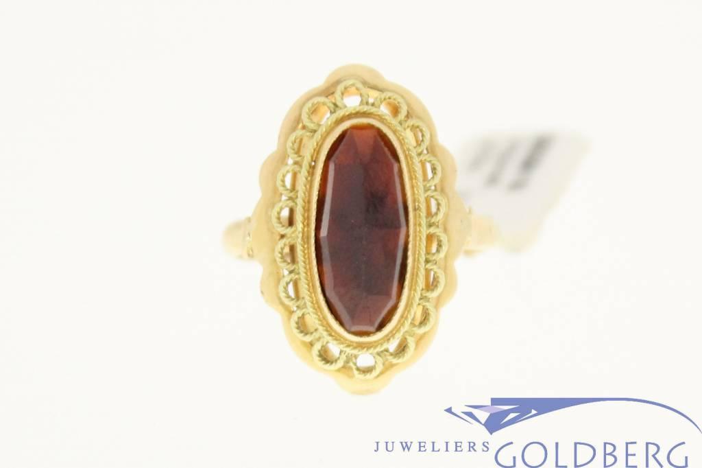 vintage beautiful 14k gold ring with garnet