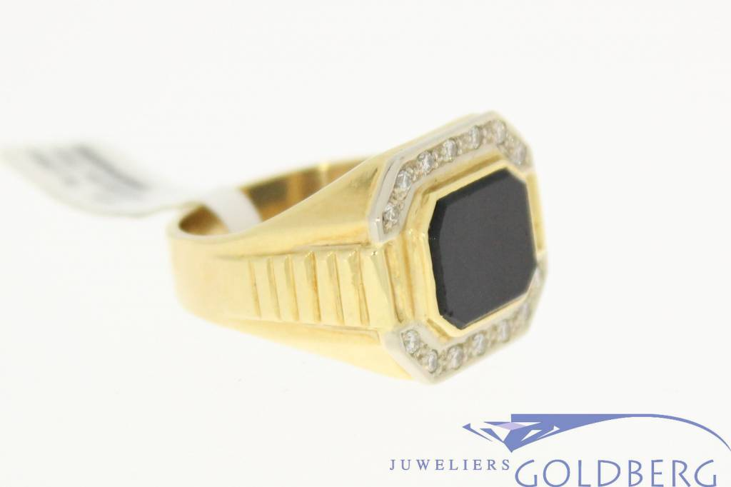 Sturdy 14 carat gold vintage men's ring with onyx and ca. 0.14ct brilliant cut diamond