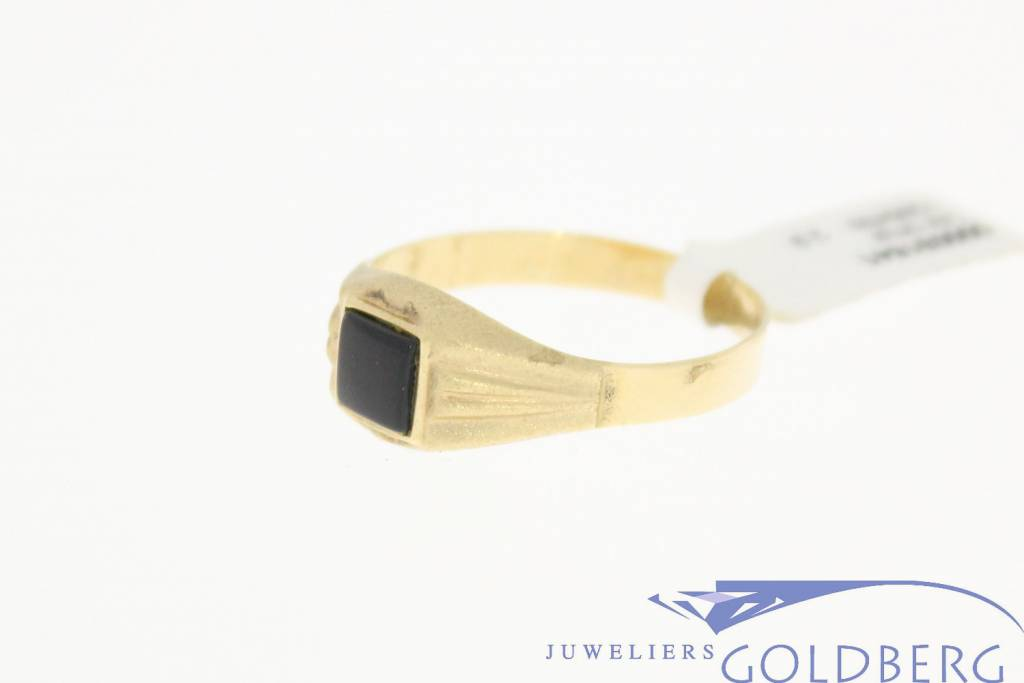 Vintage 14 carat gold ring matt finished with onyx