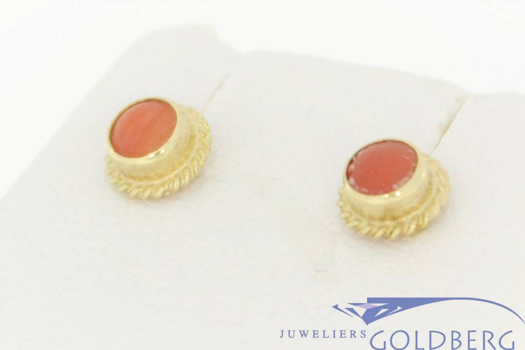 Small vintage 14 carat gold earstuds with red coral