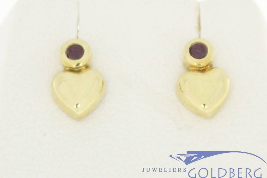 Vintage 14 carat gold earstuds with small heart