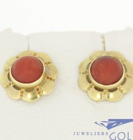 Vintage 14k gold flower shaped earstuds with red coral