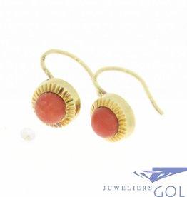Vintage 14k gouden cirkelvormige oorhangers met bloedkoraal