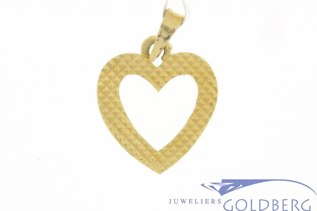 Vintage 18 carat gold edited open heart-shaped pendant