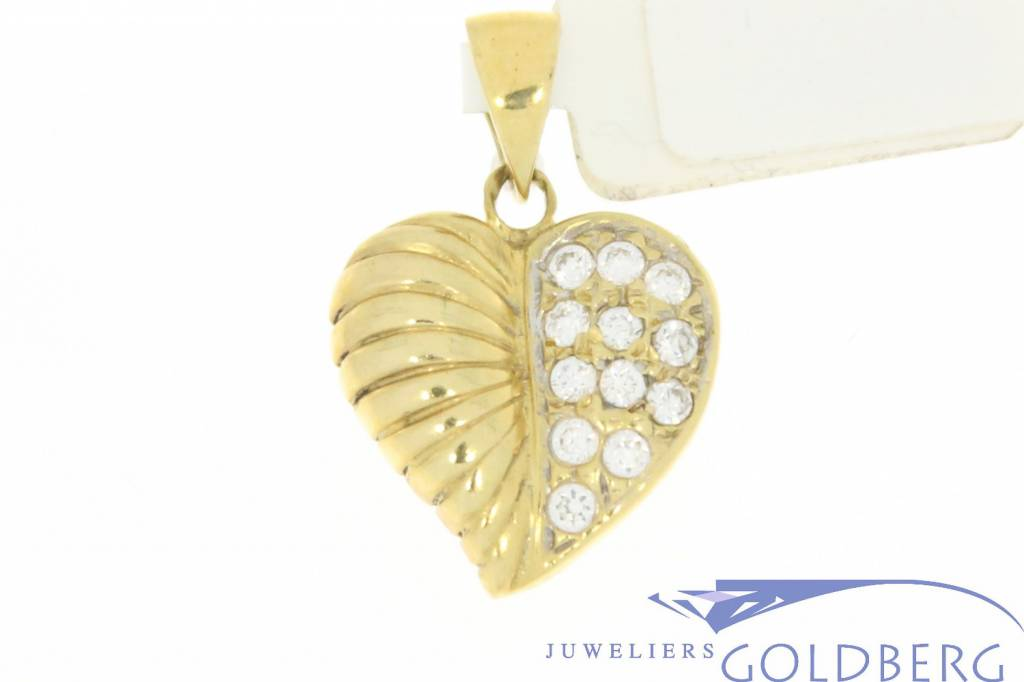 Vintage 14 carat gold heart-shaped pendant with leaf adornment and zirconia