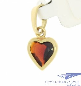 Vintage 14 carat gold pendant with heart-shaped garnet